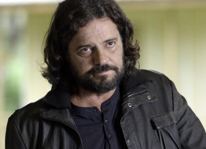 Bernardo fica preocupado com as palavras de Vitória (Foto: TV Globo)