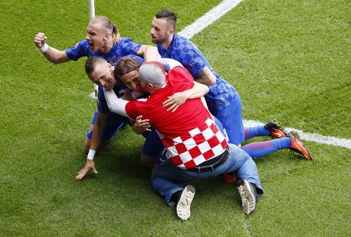 Modric Croácia Turquia torcedor comemora comemoração (Foto: Christian Hartmann / Reuters)