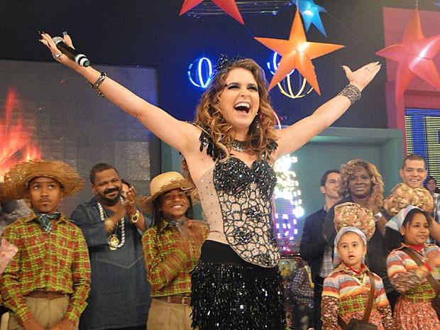 Cláudia Abreu grava no Esquenta! (Foto: Cheias de Charme / TV Globo)