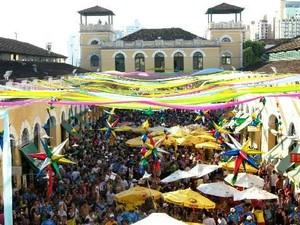 Vão do Mercado Público é tomado por foliões  (Foto: Berbigão do Boca/Divulgação)