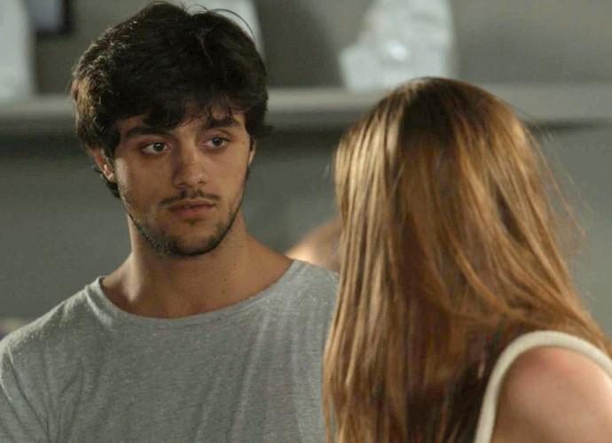 Jonatas desmarca com Eliza em cima da hora (Foto: TV Globo)