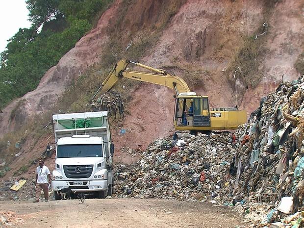 Olinda começa a regularizar situação de aterro de Aguazinha (Foto: Reprodução/TV Globo)