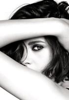 Kristen Stewart faz carão em nova campanha de make de grife francesa