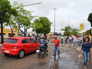 Protesto aconteceu na manhã desta sexta (29) em frentre ao Instituto Federal de Roraima (IFRR), na zona Oeste de Boa Vista (Foto: Emily Costa/ G1 RR)