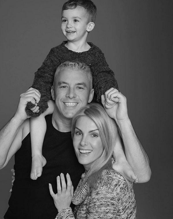 Ana Hickmann com o marido e filho (Foto: Reprodução/ Karine Basílio)