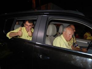 Depois de acompanhar apuaração em seu apartamento, Romero Rodrigues (PSDB) saiu em carreata, por Campina Grande (Foto: Artur Lira / G1)