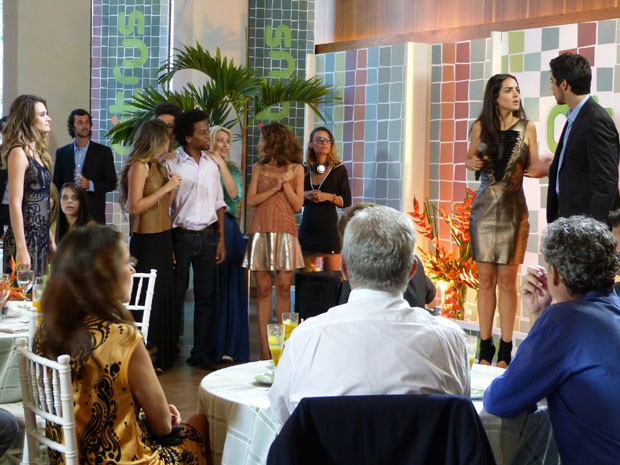 Vish...agora já foi! A Fatinha vai armar mó barraco, gnt! (Foto: Malhação / Tv Globo)