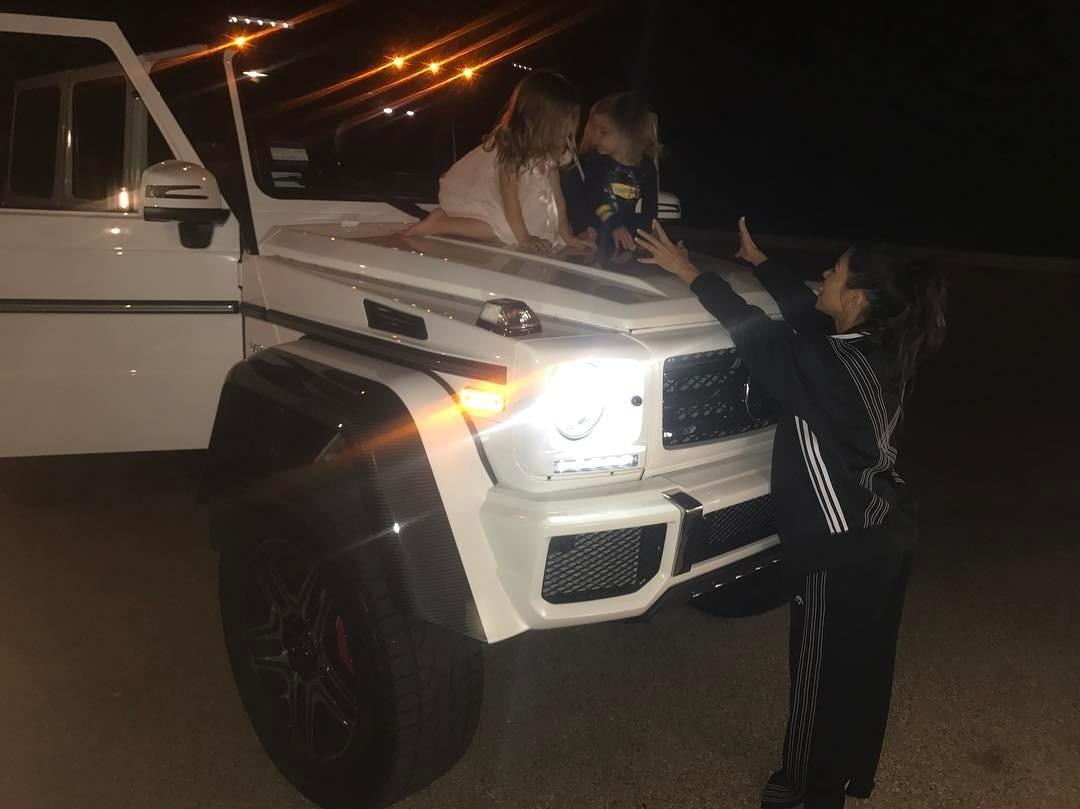 Kourtney Kardashian com Reign e Penelope (Foto: Reprodução)