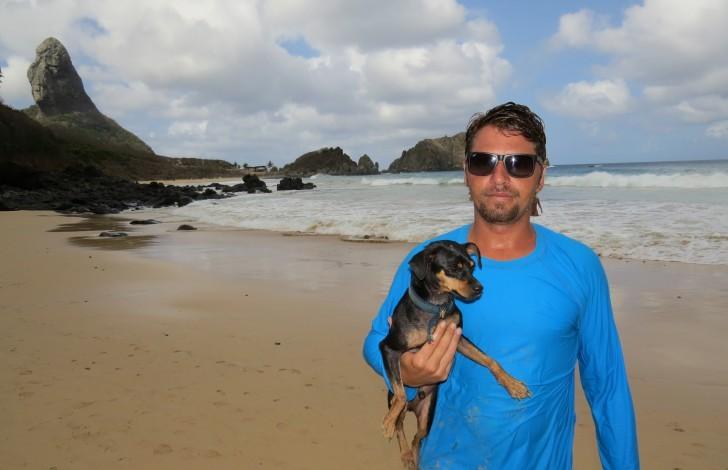 Cão Pablo e dono Erick