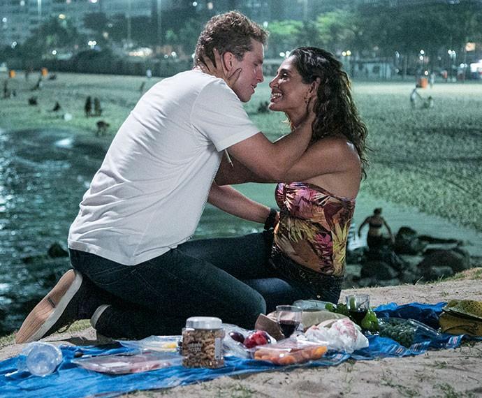 Regina e Vini mais apaixonados do que nunca (Foto: Raphael Dias/Gshow)