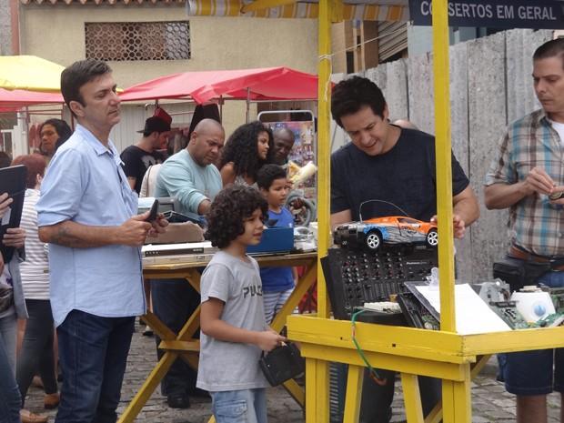 Jonas trabalha como camelô na Taquara (Foto: Geração Brasil/TV Globo)