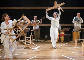 Nome do espetáculo vem de um dos sambas cantados na peça (Foto: Marlene Bergamo)