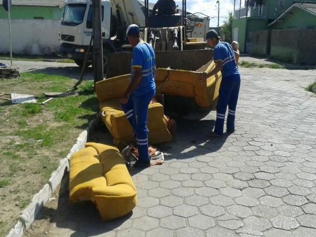 Secretaria de Obra fez mutirões de limpeza no bairro Cordeiros (Foto: Prefeitura de Itajaí/Divulgação)