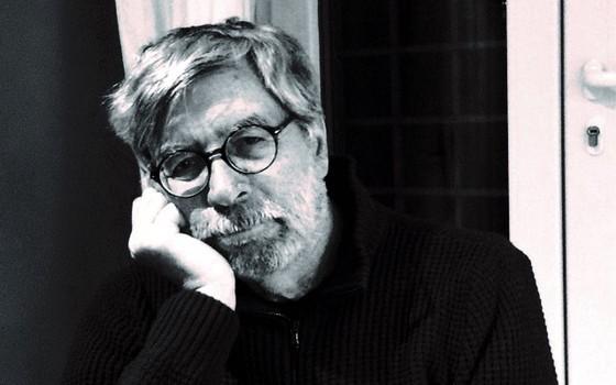 O escritor italiano Domenico Starnone. Laços, seu romance recém-publicado no Brasil, é um espelho de Dias de abandono, de Elena Ferrante (Foto: Arquivo pessoal)