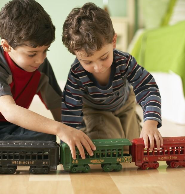 Crianças; divisão; brinquedos; emprestar (Foto: Thinkstock)