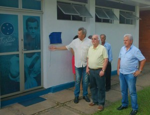 Tostão visita a Toca da Raposa, centro de treinamentos do Cruzeiro (Foto: Rodrigo Fuscaldi)