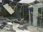 Grupo explode dois caixas eletrônicos e agência fica parcialmente destruída