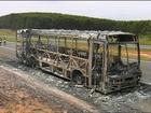 Ônibus com passageiros pega fogo em rodovia de Botucatu