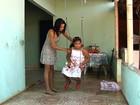 Família luta para conseguir exames para filha com epilepsia, em Goiás