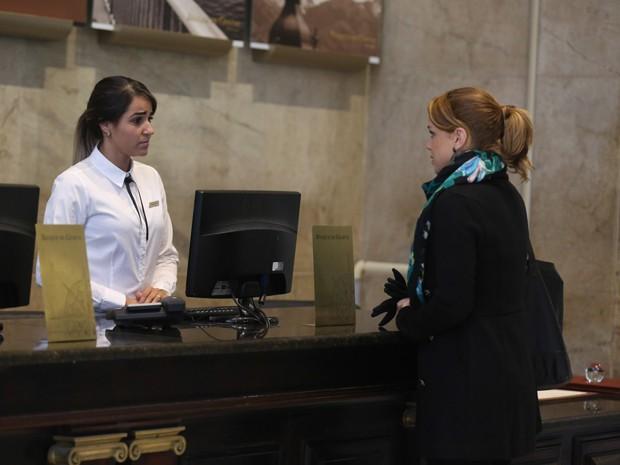 Cristina vai ao banco na Suíça para investigar sumiço do dinheiro (Foto: Pedro Curi/ Gshow)