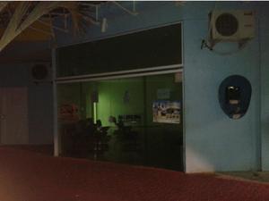 Portas do HCE estava fechadas na noite de sábado (20). (Foto: Portal RC24H)