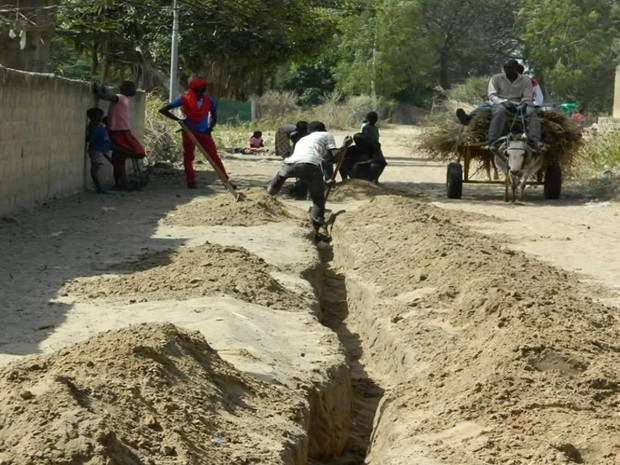 Africa professor do RS água canal construção Sapucaia do Sul Rio Grande do Sul (Foto: Reprodução/RBS TV)