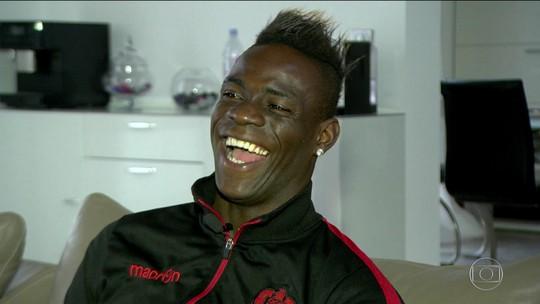 Balotelli sonha com Bola de Ouro e revela ser fã de Romário e Fenômeno