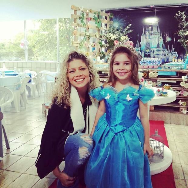 Cátia Paganote e a filha, Valentina (Foto: Vidal Vieira/Divulgação)