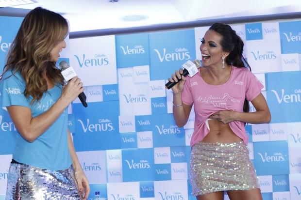 Sabrina Sato e Carla Prata em evento no Rio (Foto: Roberto Filho e Alex Palarea / AgNews)