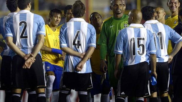 seleção Brasil Argentina sem luz (Foto: AFP)