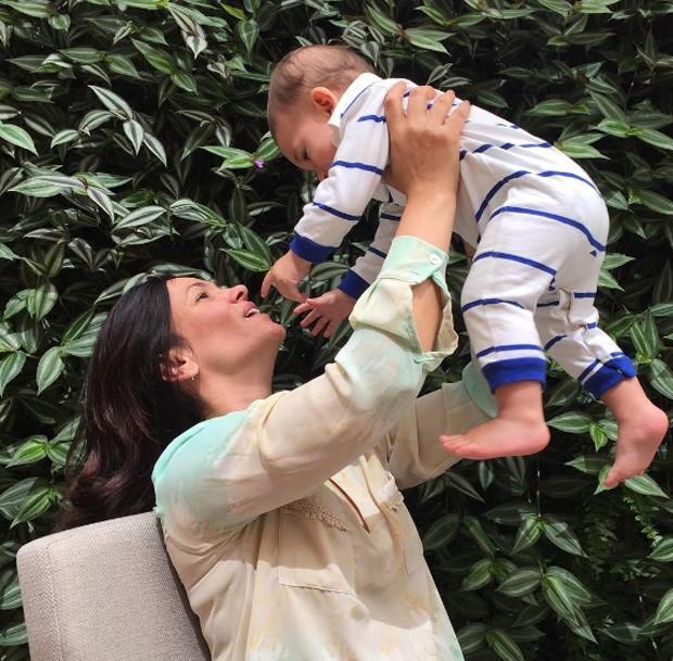 Suzana Alves e o filho, Benjamin (Foto: Reprodução/Instagram)