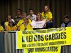 Câmaras de vereadores são alvo de protestos pelo país