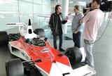 Reginaldo Leme entrevista Emerson Fittipaldi na sede da McLaren