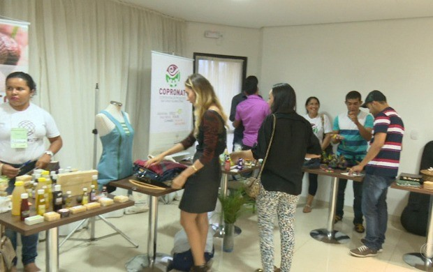 Feira reuniu produtos produzidos com matéria-prima extraída da floresta amazônica (Foto: Bom Dia Amazônia)