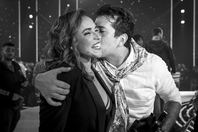 Daniela Mercury comemora com o vocalista da Fulô de Mandacaru (Foto: Isabella Pinheiro / Gshow)