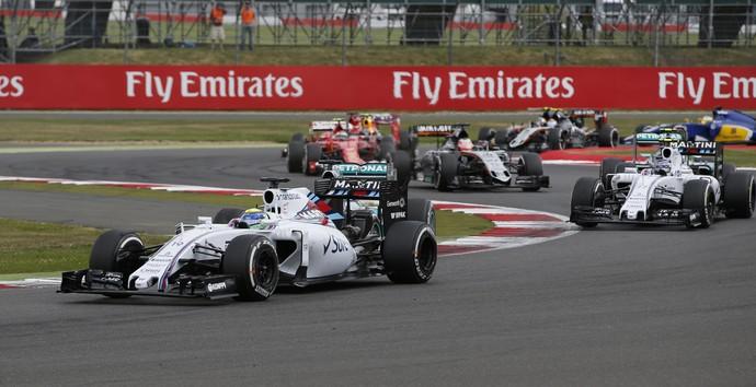Massa assume a ponta no GP da Inglaterra (Foto: Reuters / Andrew Yates)