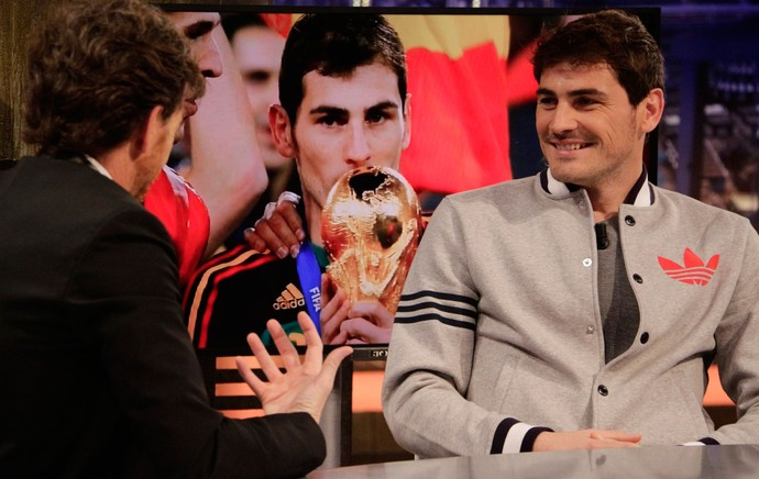 Casillas em programa de TV espanhol (Foto: Splash News)