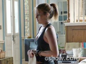 Anita fica pensativa depois da mini-bronca (Foto: TV Globo / Malhação)