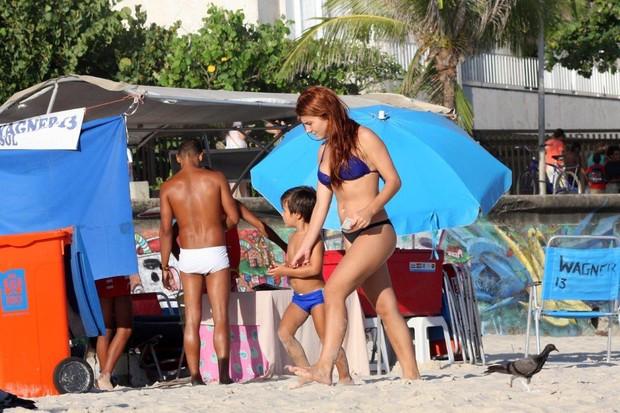 Mariah Rocha na praia (Foto: JC Pereira/Agnews)