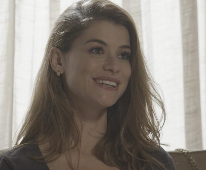 Lívia custa a acreditar na surpresa do noivo (Foto: TV Globo)