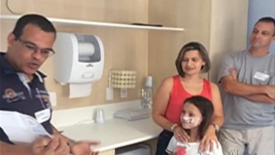 Policiais ganham R$ 3 mil em bolão da Mega-Sena e doam para menina