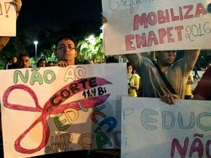 Servidores da Educação pedem melhores condições de trabalho (Foto: Iryá Rodrigues/G1)