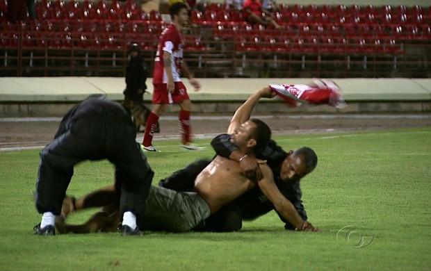 CRB acabou punido por conta de invasão de campo (Foto: Reprodução/TV Gazeta)
