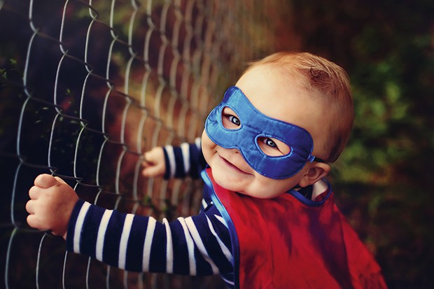Bebê Super herói com máscara (Foto: Sarahwolfe Photography/Getty Images)