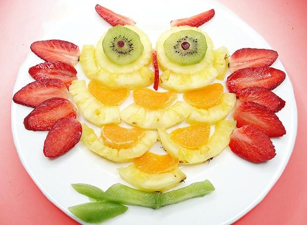 O pequeno não come frutas? A solução é criar uma corujinha de morango, abacaxi, kiwi e laranja (Foto: ThinkStockPhotos)