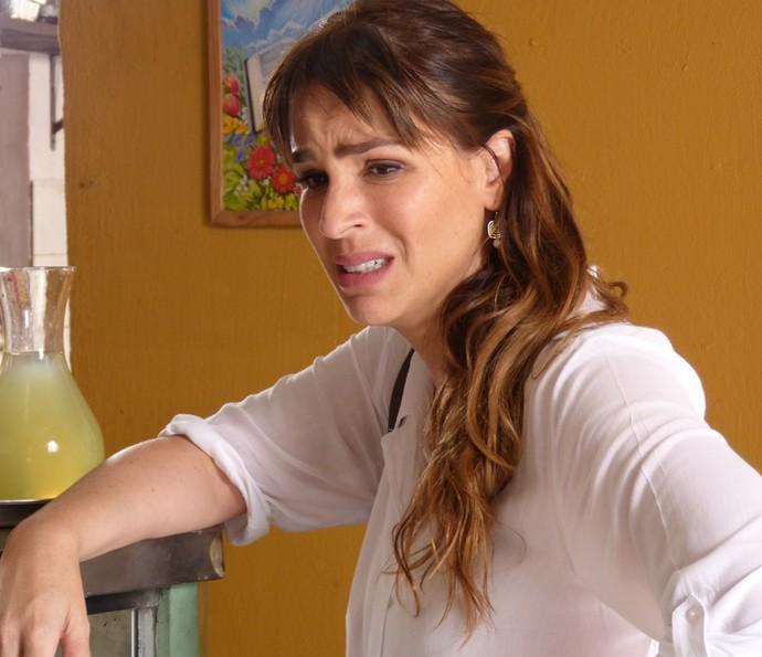 Gisela também fica nervosa com o sumiço de César (Foto: Renata Sofia/ Gshow)
