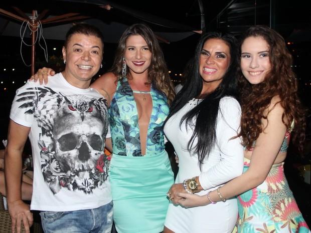 David Brazil, Livia Andrade, Solange Gomes e Stephanie Gomes em evento em restaurante na Zona Oeste do Rio (Foto: Rodrigo dos Anjos/ Ag. News)