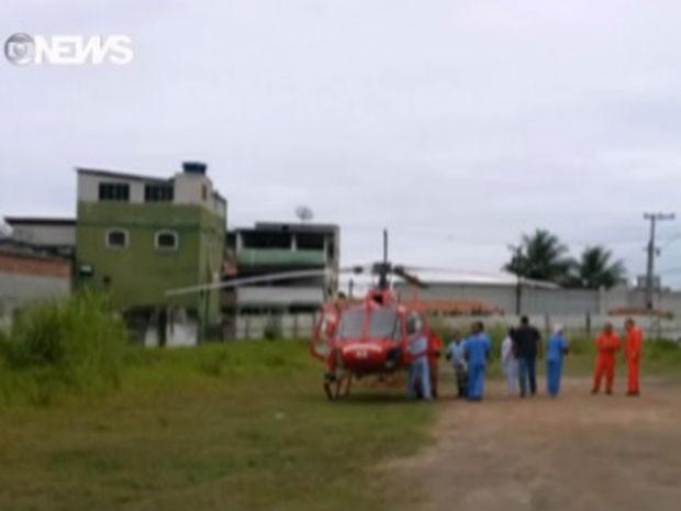 Helicópteros foram utilizados para o resgate de feridos em Paraty (Foto: Reprodução/GloboNews)