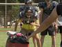 Suor e risadas: Repórter treina para ser jogador de futebol americano