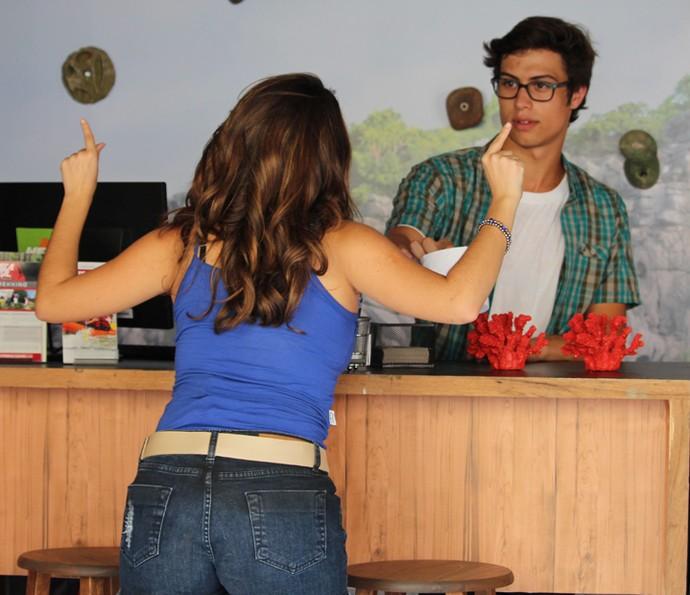 Nanda dá aquela zoada em Filipe (Foto: Rodrigo Brisolla/Gshow)